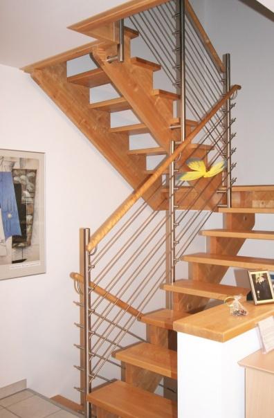 q stairs wangentreppe aufgesattelt. Black Bedroom Furniture Sets. Home Design Ideas